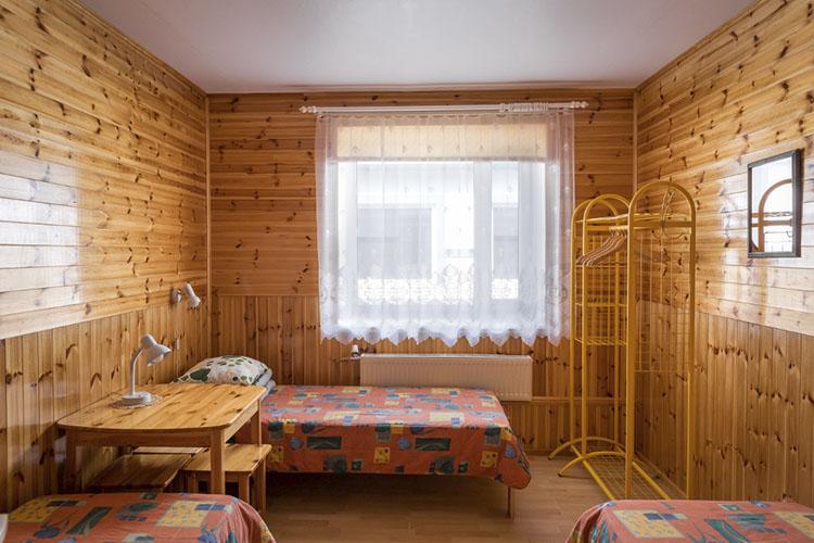 Peamaja 3-kohaline vooditega tuba