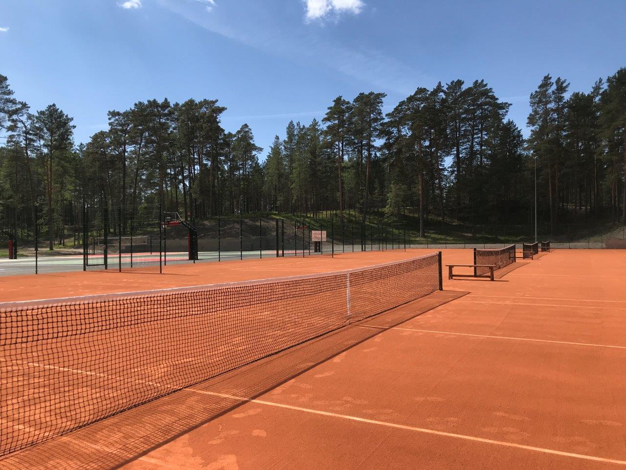 Tenniseväljakud